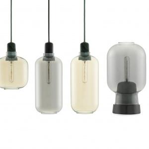 Inspirowana stylem lat 60. seria AMP stworzona została w oparciu o stare wzmacniacze lampowe. Niezwykle eleganckie połączenie szkła i marmuru; przezroczysty klosz rozprasza światło we wszystkich kierunkach. Fot. Normann Copenhagen