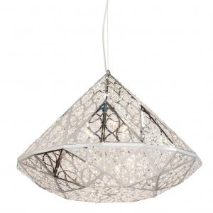 Inspiracją dla projektu lampy wiszącej DIAMOND (proj. Fabio Rotella) było znane powiedzenie, że diamenty są najlepszym przyjacielem dziewczyny. Oddaje kształt, charakterystyczny szlif i blask jaki mają tylko diamenty. Fot. VG New Trend