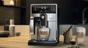 Filiżanka dobrej kawy to jedna z prostych przyjemności, które w istotny sposób składają się na nasze samopoczucie i równowagę emocjonalną. Warto ją przygotować w dobrej klasy ekspresie.