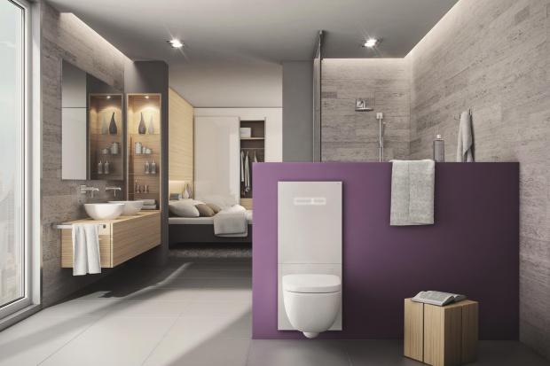 Wyposażenie łazienki – stelaż w szklanej obudowie
