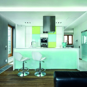 Panele podłogowe w kuchni. Fot. Studio A&K - Max Kuchnie