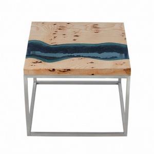 Stolik z błękitnym szkłem. Fot. Malita Just Wood