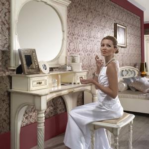 Sypialnia w stylu glamour: toaletka Opium. Fot. Mebin