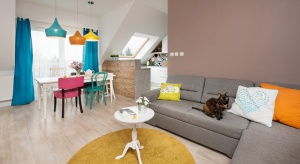 Pełne kolorów niewielkie mieszkanie to projekt Joanny Nawrockiej z JN Studio. Zobaczcie jaki pomysł!