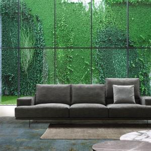 Ogromne przeszklenia w letnie miesiące mogą zapewnić nam naturalne, soczystozielone tło. Fot. Upper Sofa