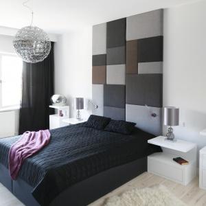 Bardzo eleganckie oświetlnie doskonale sprawdzi się także w nowoczesne sypialni. Projekt: Agata Piltz. Fot. Bartosz Jarosz