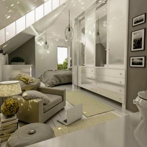 Sypialnia składa się z dwóch funkcjonalnych stref – miejsca odpoczynku ze stylowym łóżkiem i miejsca pracy oraz relaksu, gdzie ustawiono fotel i puf. Dodatkowo wnętrze zdobią ciekawe lampy. Projekt: arch. Maja Klimowicz, Fot. Dom Dla Ciebie – Pracownia Projektowa Archeco