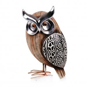 Figurkę NATURALOWL można postawić np. na półce z książkami, stoliku kawowym, czy szafce nocnej; wykonana z tworzywa sztucznego i sproszkowanego kamienia; wys. 20 cm. 49 zł. Fot. Home&You