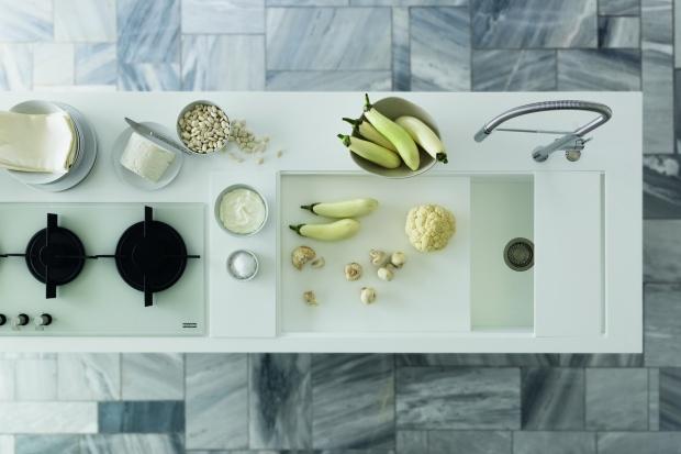 Trwały i estetyczny blat to niezbędny element wyposażenia każdej kuchni. To na nim przygotowujemy posiłki, stawiamy mokre naczynia czy produkty spożywcze.