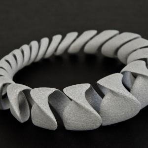 Bransoletka Spring - pierwsza nagroda w międzynarodowym konkursie na projekt biżuterii dla firmy Freedom Of Creation. Fot. archiwum Jana Kochańskiego.