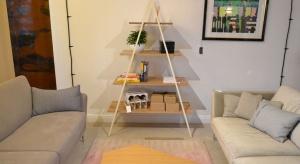 Projektanci mebli borcas specjalizują się w tworzeniu optycznie lekkich konstrukcji, w których podstawą jest niewidoczne łączenie naturalnego drewna i metalu. Dbają o każdy materiał, element i szczegół.