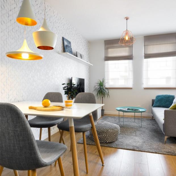 Gotowy projekt mieszkania: biało, szaro, przytulnie