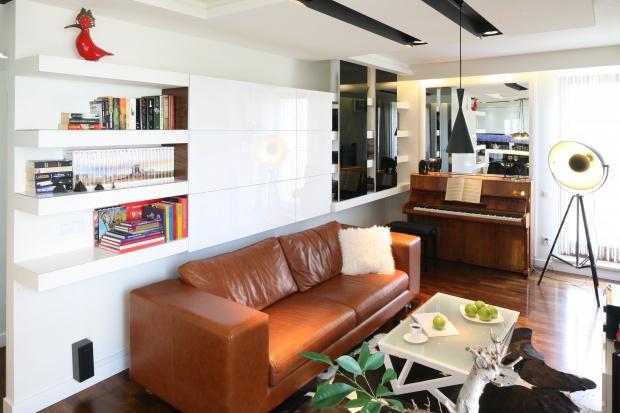 Przechowywanie w salonie: pomysły architektów