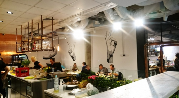 Oryginalne wnętrze restauracji w nowej Hali Koszyki