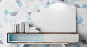 Abstrakcyjne i kolorowe wzory geometryczne namalowane na ścianie w prosty sposób odświeżą wystrój mieszkania. Doskonale współgrają z jednobarwnymi powierzchniami i stanowią atrakcyjną ozdobę dotychczasowej aranżacji mieszkania.