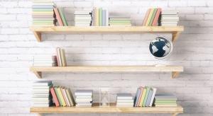 Aby dzieła ulubionego autora były odpowiednio wyeksponowane najlepiej umieścić książki na specjalnie przygotowanej w tym celu półce.