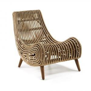 Ratanowy fotel AKIT to idealny wybór dla fanów niecodziennego designu. Jego niebanalny kształt i materiał w pięknym, minimalistycznym wnętrzu odegra główną rolę. 1.531 zł. Fot. La Forma
