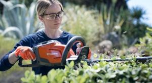 Aby ogród mógł zachwycać wiosną należy przeprowadzić odpowiednie zabiegi pielęgnacyjne późną jesienią. To ważny czas, który decyduje o wyglądzie ogrodu w kolejnym sezonie.