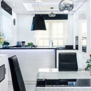Piękna biała kuchnia – jaki blat wybrać? Fot. Studio Witoński Meble Max Kuchnie