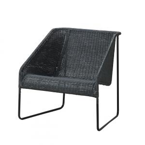 Wykonany z naturalnego włókna wyplatany fotel VIKTIGT w czarnym kolorze. 599 zł. Fot. IKEA