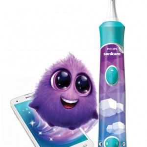 Nowa szczoteczka SONICARE FOR KIDS z funkcją Bluetooth™ współpracuje z interaktywną aplikacją, która uczy i pomaga dzieciom prawidłowo szczotkować zęby. Jej bohaterem jest sympatyczny Sparkly. 269 zł. Fot. Philips