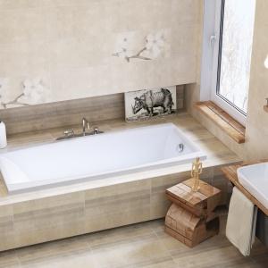 Beżowe płytki łazienkowe wciąż cieszą się popularnością. Tu kolekcja z delikatnym pasiastym wzorem jak piaskowiec – płytki ceramiczne Early Pastels marki Opoczno. Fot. Opoczno