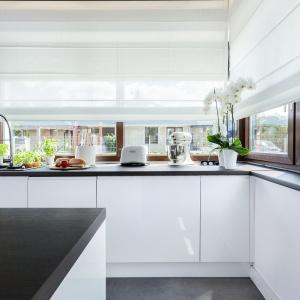 Aranżacja okna kuchennego. Fot. Studio Meble Wach Max Kuchnie