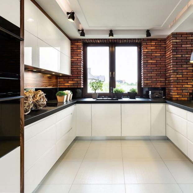 Okno w kuchni - kilka pomysłów na aranżację