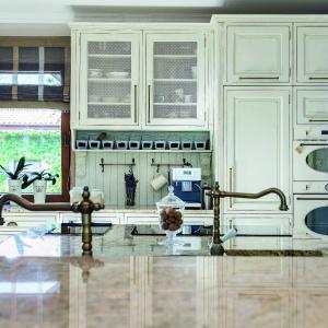Aranżacja okna kuchennego. Fot. Studio AEG  Max Kuchnie