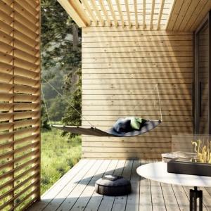 Modele kominków na biopaliwo możemy ustawiać na tarasie lub balkonie. Ich nowoczesne wzornictwo sprawi, że będą one wyjątkowym elementem aranżacji. Biokominek Galina. Fot. Kratki.pl
