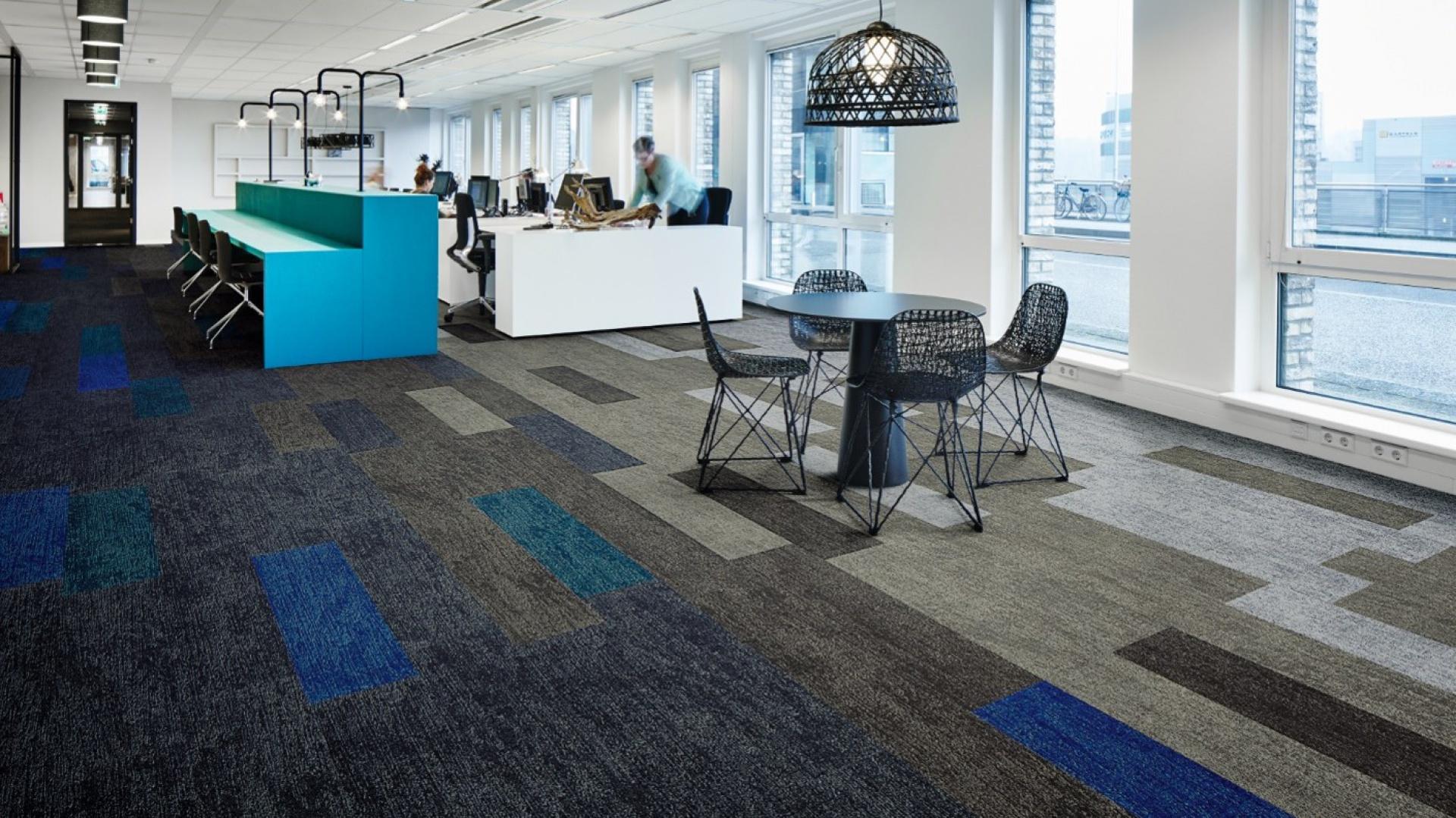 Nowa wykładzina Flotex w formie paneli o wymiarze 100x25 cm. Fot. Forbo Flooring