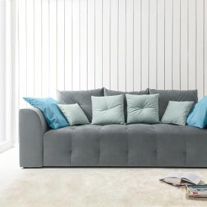 Trzyosobowa sofa Royal dostępna w ofercie marki Black Red White. Fot. Black Red White