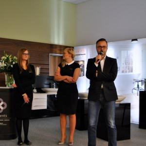 Partnerem strategicznym spotkania w Bydgoszczy była marka Elements, która specjalizuje się w kompleksowych rozwiązaniach z zakresu techniki sanitarnej, instalacyjnej, wentylacyjnej i grzewczej. O koncepcji Elements i ofercie, którą salon ma dla projektantów opowiadali Piotr Graban, Anna Olszewska i Patrycja Fencka. Uczestnicy spotkania mogli też z bliska poznać ofertę produktów Vigour White, które dostępne są tylko w salonach tej marki.