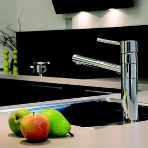 Bateria kuchenna MERKUR, chromowana (dostępna wersja wykończenia - stal), ochrona przed oparzeniem, system oszczędzania wody Eco-Save, wylewka obracana w zakresie 120°, elastyczny perlator (łatwość usuwania kamienia). Cena: 1.766,28 zł