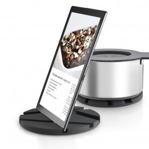 Smart gravity to pomysłowa podstawka pod gorący garnek lub tablet, na którym można sprawdzić przepis podczas gotowania. Fot. Eva Solo