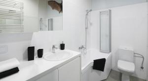 Aranżacja małej łazienki to często wyzwanie. Zobaczcie jak z niewielkim metrażem poradzili sobie architekci.