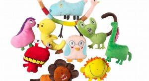 IKEA rok temu zaprosiła dzieci z całego świata do stworzenia limitowanej edycji zabawek Sagoskatt. Najmłodsi z całego świata narysowali wymyślone przez siebie stworki, a 10 zwycięskich projektów wybranych przez jury, stało się prawdziwymi plusz
