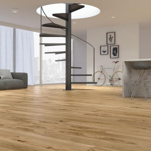 Podłoga z drewna: postaw na wąskie deski