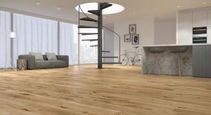 Najnowsze linie wąskich desek firmy Baltic Wood to połączenie smukłych rozmiarów, najwyższej jakości naturalnego drewna, modnych kolorów oraz innowacyjnego systemu montażu. Jakie jeszcze zalety mają wersje Slim Size oraz Mini Size?