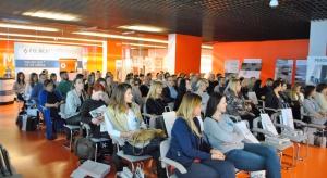 Ponad sto osób gościło na ostatnim w tym roku szkoleniu w ramach Studia Dobrych Rozwiązań. 29 listopada spotkaliśmy się na Stadionie Miejskim w Białymstoku, by pokazać projektantom i architektom z Podlasia najciekawsze rozwiązania do wnętrz.