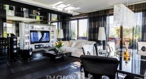 Apartament w Warszawie z widokiem na Królikarnię urządzono w stylu glamour. Zobaczcie, jakzaaranżowano ekskluzywne wnętrze.