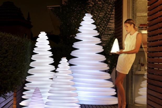 Boże Narodzenie może być wyjątkowe i niepowtarzalne za sprawą nietuzinkowych i luksusowych przedmiotów, które pomogą nam stworzyć szczególny nastrój.