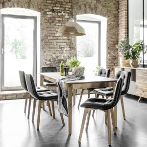 Proste w formie meble ALVARA to nowoczesny design połączony z pięknym, niepowtarzalnym rysunkiem naturalnego, starego drewna. Fot. Meble Matkowski