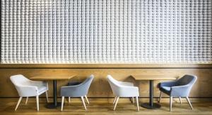 Cafe Corner to kawiarnia mieszcząca się modernistycznej kamienicy w samym sercu Gdyni, przy ulicy Świętojańskiej. Biuro architektoniczne Ideograf Paulina Czurak zainspirował duch lat dwudziestych z których pochodzi sama kamienica.