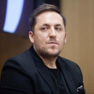 """Panel dyskusyjny 'Design po polsku"""" - moderator Marcin Szczelina, Architecture Snob. Fot. Paweł Pawłowski."""