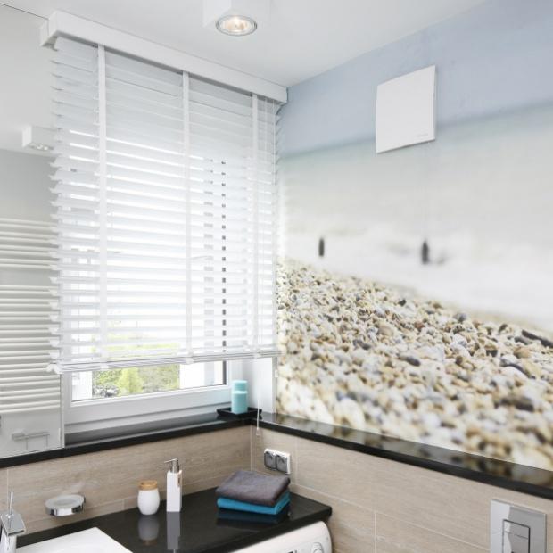Jak zabezpieczyć fototapetę przed wodą na ścianie prysznicowej? Ekspert radzi