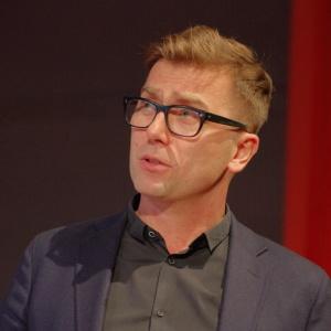 O swojej nowej kolekcji Mamu dla Noti opowiedział projektant Tomek Rygalik. Fot. Piotr Waniorek.