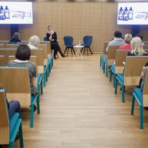 O najnowszych trendach i badaniu potrzeb użytkowników biur podczas Forum Dobrego Designu opowiadała Małgorzata Konikiewicz z firmy Kinnarps. Fot. Paweł Pawłowski