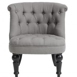 CHESTERFIELD to klasyczny przykład brytyjskiej stylistyki. Pasuje do wnętrz klasycznych, jak i nowoczesnych. Zdobione nóżki dodają elegancji. 2.199 zł, Nordal