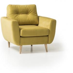 Elegancki i luksusowy fotel HARRIS o większych niż standardowe wymiarach. Ciepły kolor tapicerki sprawi, że każde wnętrze zyska z nim przytulny charakter. 909 zł. Fot.  Salony Agata